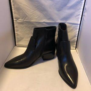 Tahari Raffi point toe stacked heel ankle boot 10